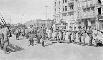 Armenian troops being drilled at Baku. 1918.jpg