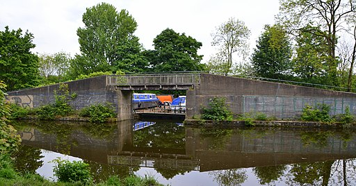 Armley Park, Stanningley Road, Leeds (34989907896)