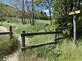 Barrière et panneau Paradis 817 m (Embrun).jpg