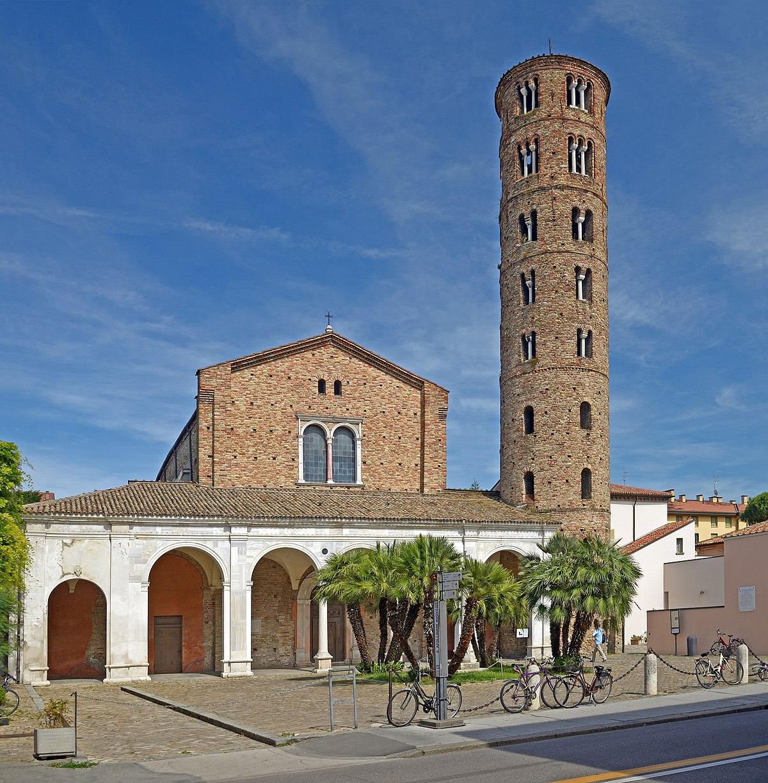 Basilica of Sant' Apollinare Nuovo. Ravenna, Italy.jpg