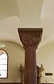 Baujahr 1174 im hebräischen Text des Kapitells der Synagoge Worms.jpg