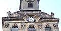 Bayreuth 10.04.07, Spitalkirche, Fassade, 2 Flammenvasen.jpg