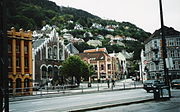 Bergen (links Hansemuseum)