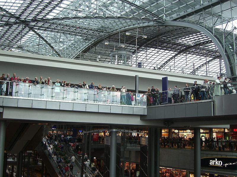 File berlin central station shopping floors jpg for 15th floor berlin