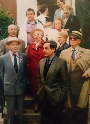 Bernard Pivot - Bernard Pivot, centre in grey jacket, in Saint-Symphorien-de-Lay in the 1980s. His father, Charles, is to the right, wearing a tricolour ribbon.