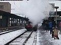 Beroun, Křivoklát expres (prosinec 2012), přejezd lokomotivy (01).jpg
