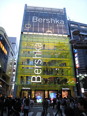Alesta (album) - To promote the record, Stan performed in the vitrine of a Bershka shop in Tokyo, Japan (pictured).