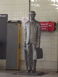 Birmingham Snow Hill Station - The Commuter Statue (9998516685).jpg