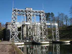Boat Lifts on the Canal du Centre - Image: Boatlift nr 3 canal du centre