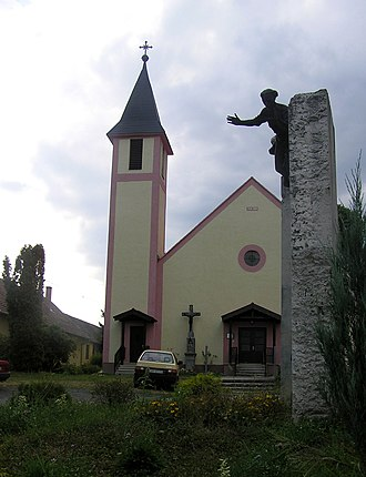 Bocfölde - Roman Catholic church and monument for fallen local soldiers in Bocfölde