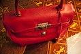 Bolsa-couro-vermelho-gianni-versace-4 (24571486969).jpg