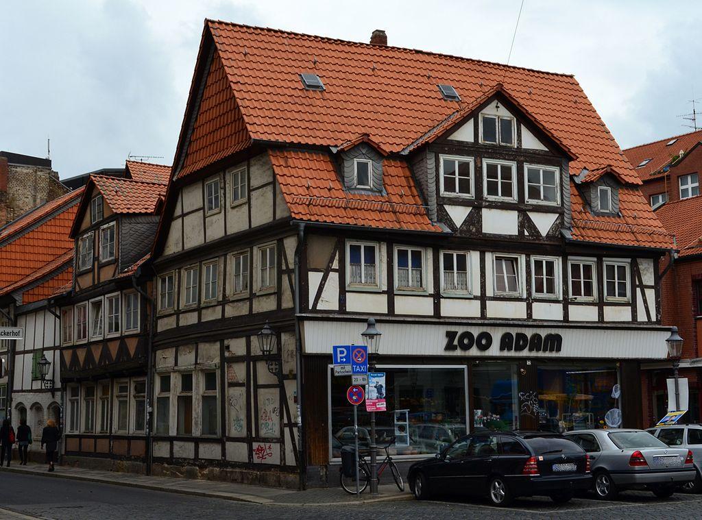 1024px-Braunschweig_Ackerhof22-Ensemble_suedosten_%282011%29.JPG