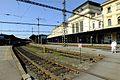 Brno hlavní nádraží pohled na staniční budovu z kolejiště.jpg