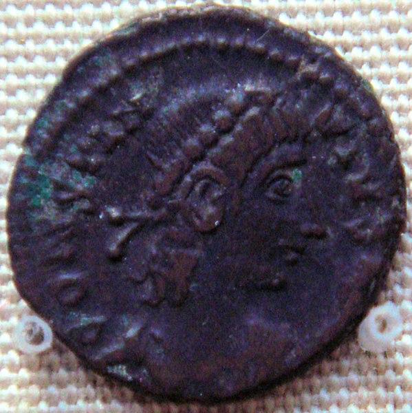 File:Bronze coin of Contantius II 337 361 found in Karghalik.jpg