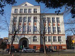 Budynek V LO - nowa elewacja.JPG