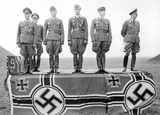 Josef Kammhuber - Kammhuber (left) and Helmut Lent in a Nazi propaganda photograph, France, 1942