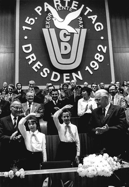 Datei:Bundesarchiv Bild 183-1982-1015-102, Dresden, 15. CDU-Parteitag.jpg