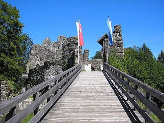 Alt-Trauchburg Castle - The modern wooden bridge and the inner bailey