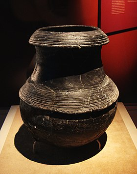 CMOC Treasures of Ancient China exhibit - black pottery cauldron.jpg