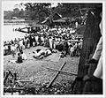 COLLECTIE TROPENMUSEUM Biddende hadji's bij het openen van een nieuwe brug in Korintji Zuid-Sumatra TMnr 10001172.jpg