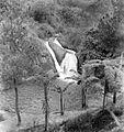 COLLECTIE TROPENMUSEUM De warme bronnen bij de watervallen bij Maribaja ten oosten van Lembang West-Java worden gebruikt voor geneeskrachtige baden TMnr 10004362.jpg