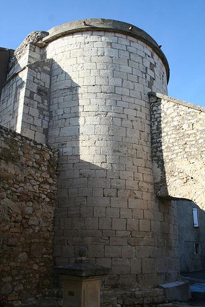 Aumelas (Hérault) - hameau de Cabrials - chevet de l'église St-Pierre-et-St-Paul (XIIe-XVIIIe siècles). Style roman.