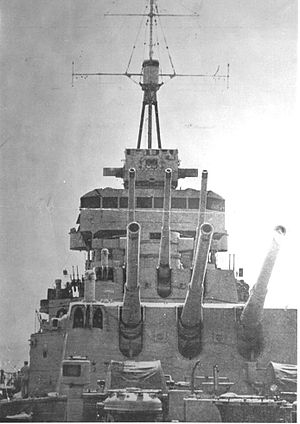 ARA La Argentina (C-3) - Image: Canones crucero La Argentina