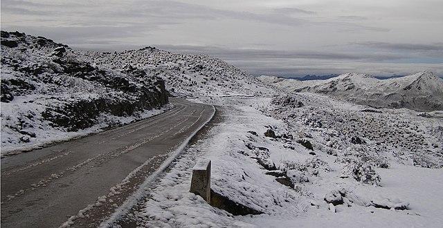 Carretera Pico El Aguila via https://en.wikipedia.org/wiki/File:CarreteraPicoElAguila.jpg