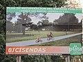 Cartel de bicisendas en Parque Vucetich (2012).jpg