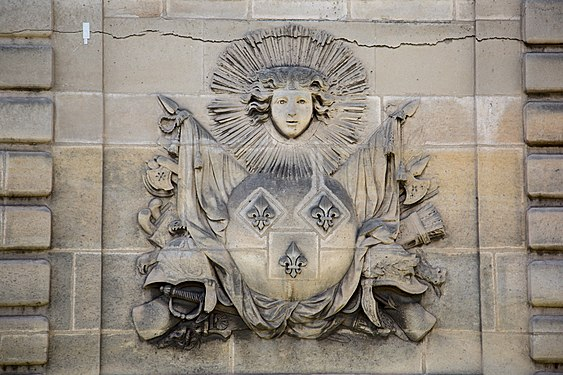 Carving in Paris.jpg