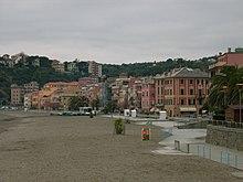 Il litorale e le case sul lungomare