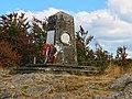 Cippo secchieta - Dedicato agli 11 partigiani che nella primavera del 1944 persero la vita.jpg