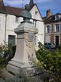 Clermont (Oise) - Buste de Cassini, place Henri Dunant.JPG