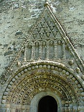 Tímpano en forma triangular de la catedral