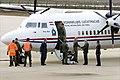 Commandant-der-strijdkrachten-generaal-peter-van-uhm-heet-de-3-nederlandse-militairen-welkom-op-vliegbasis-eindhove.jpg