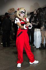 File:Cosplay Harley Quinn - Long Beach Comic Con 2012.jpg - Wikimedia Commons