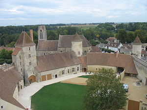 Château de Blandy-les-Tours - The courtyard, seen from the keep