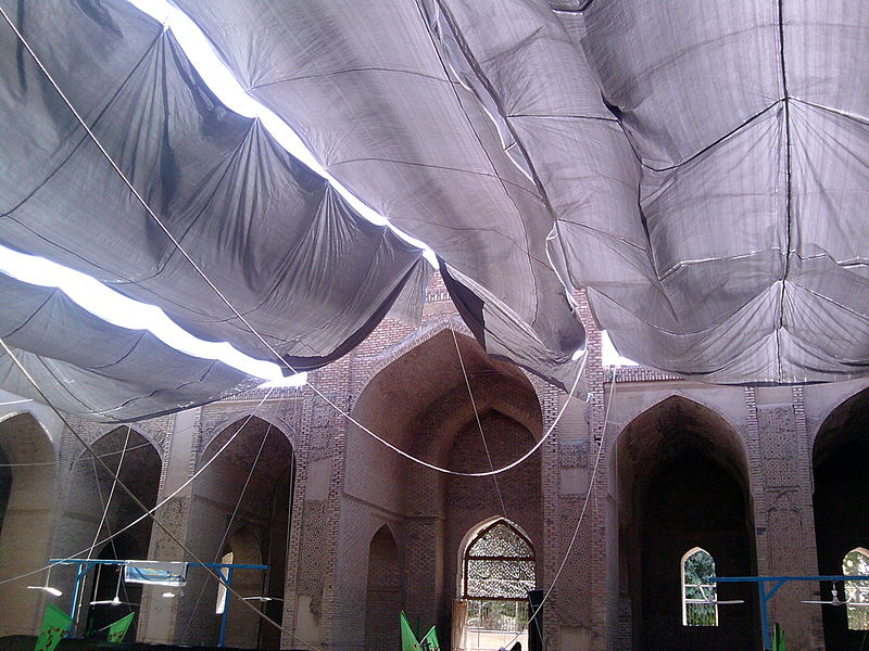 File:Courtyard of Jameh Mosque complex in Varamin.jpg