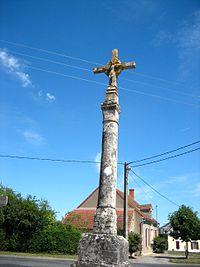 Croix de carrefour La Celle-Condé 03.jpg