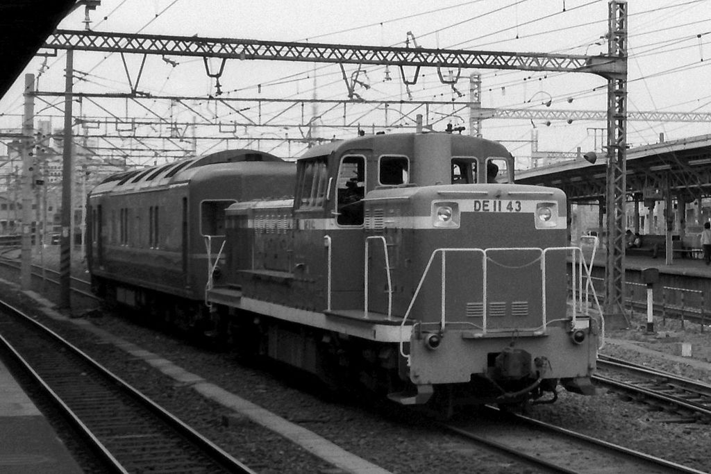 DE11 43 shunting at Shinagawa