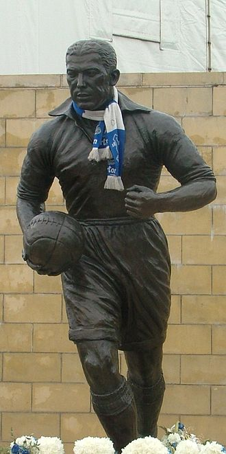 Merseyside derby - Statue of Dixie Dean, top league goal scorer in the  derby with 19 goals for Everton