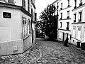 Descente de la rue du Chevalier de la Barre, Paris octobre 2011.jpg