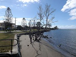 Dohls Rocks Road and Pine River at Griffin, Queensland.jpg