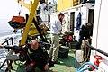 Duikers maken zich klaar voor de duik naar een scheepswrak in de Noordzee. - 374636 - onroerenderfgoed.jpg