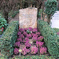 Ehrengrab Hüttenweg 47 (Dahl) O E Hasse.jpg