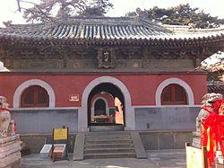 Entrance to Jietai Temple (20150117133227).JPG