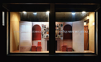 Galerie Buchholz - Window of the antiquarian bookshop Buchholz in the Neven-DuMont-Straße, Installation view of Mark Leckey, 2007