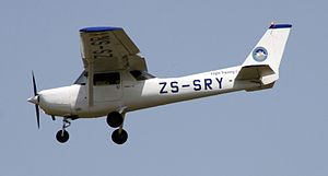 Flight Training College Cessna 152 ZS-SRY (24957726166).jpg