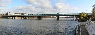 Fulham Railway Bridge - Panorama of Fulham Railway Bridge looking downstream