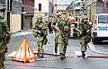 Gardister i aksjon etter terrorbomben.jpg